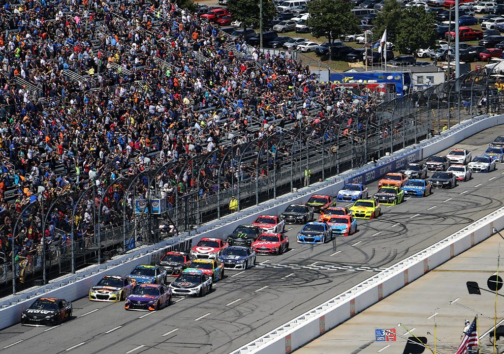 Martinsville Speedway Projects Record Crowd for First Primetime VSCU300